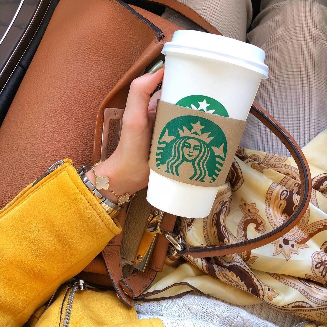 фото кофе старбакс в женских руках в машине молча
