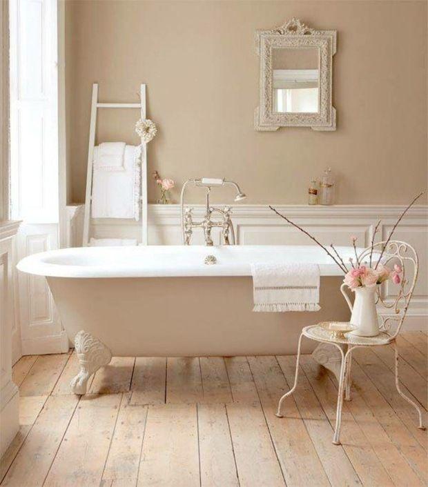 Badezimmer gestalten Holz Boden Dielen Balken Wandfarbe neutral ...