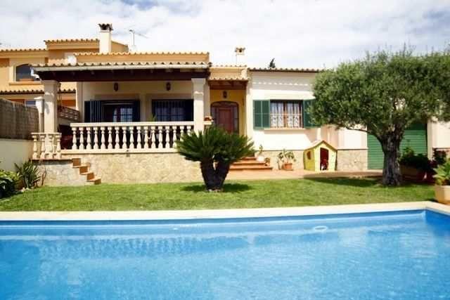 Finca mit 300m² Wohnfläche Garage Terrasse Garten & Pool Haus