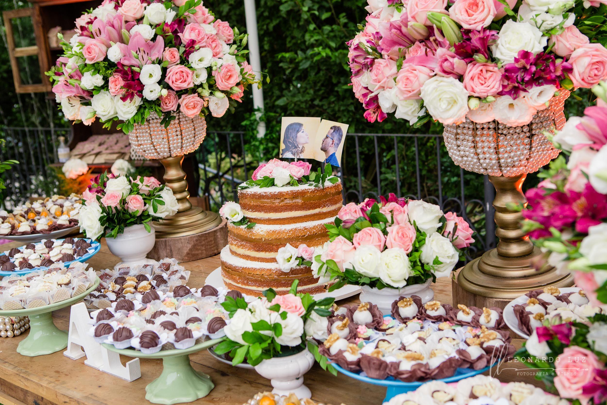 Decoraç u00e3o mesa bolo Mesa bolo Casamento rustico Mesa rustica Arranjos cor de rosa Decoraç u00e3o  # Decoração De Bolo Com Flor Natural