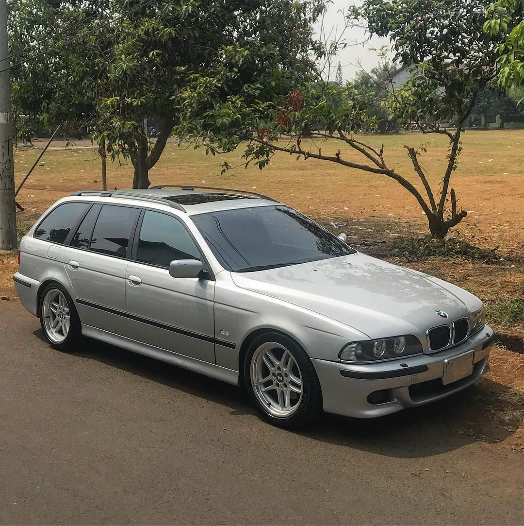 Bmw E39 Touring On Oem M Parallel Wheels With Images Bmw E39