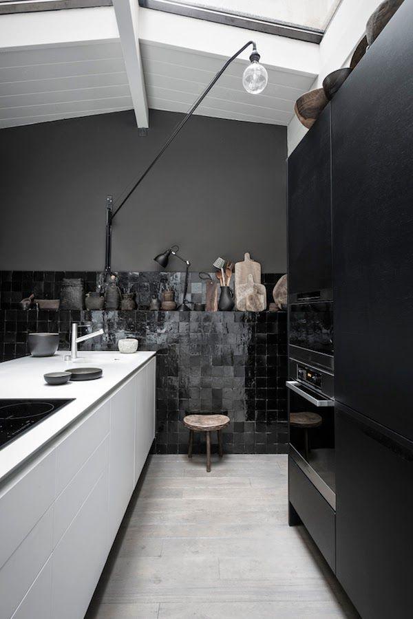 Black on Black | Home | Pinterest | Columnas, Oscuro y Cocinas
