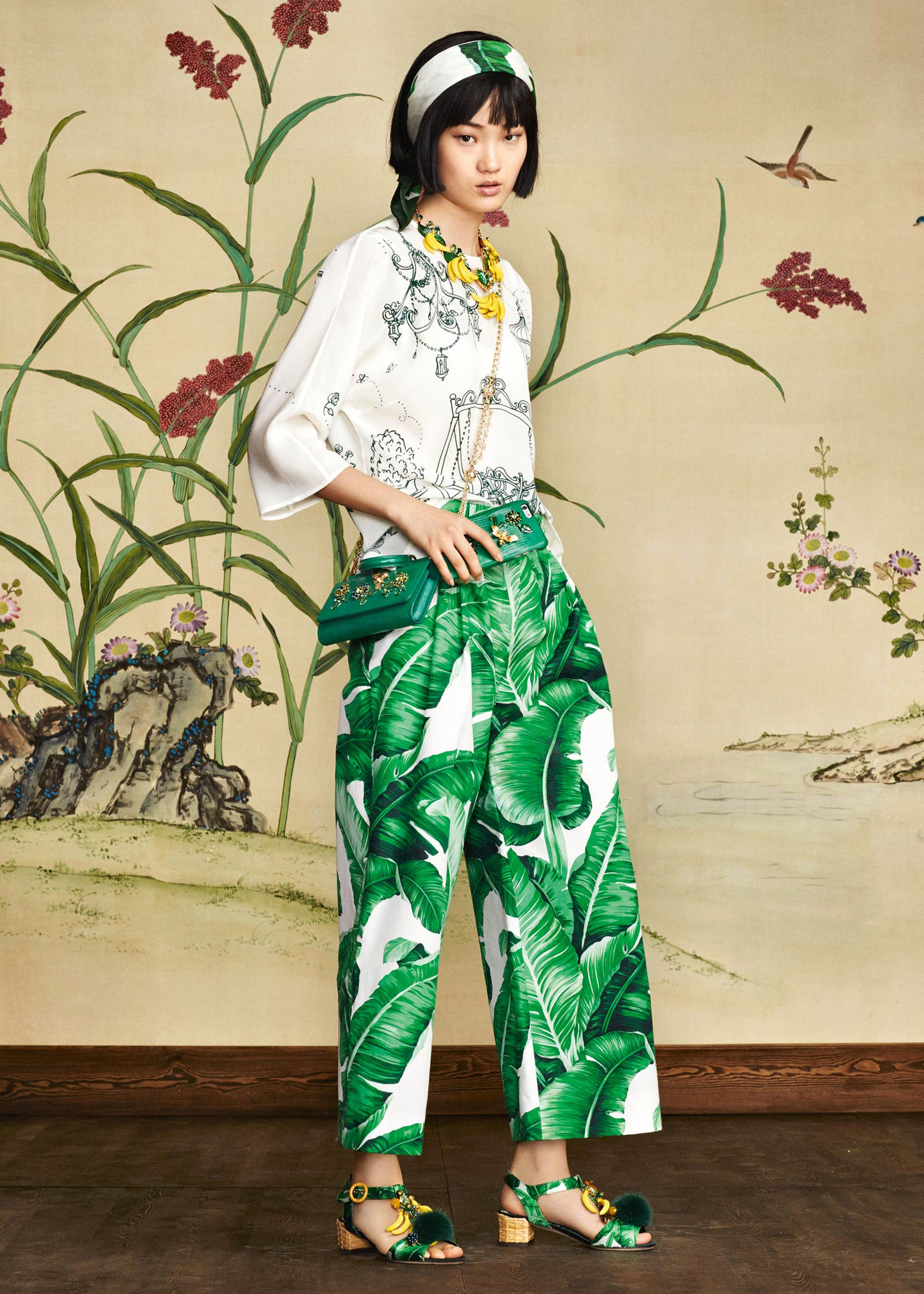 c2036116f523 Discover the new Dolce   Gabbana Women s Botanical Garden Collection for Fall  Winter 2016 2017 and get…