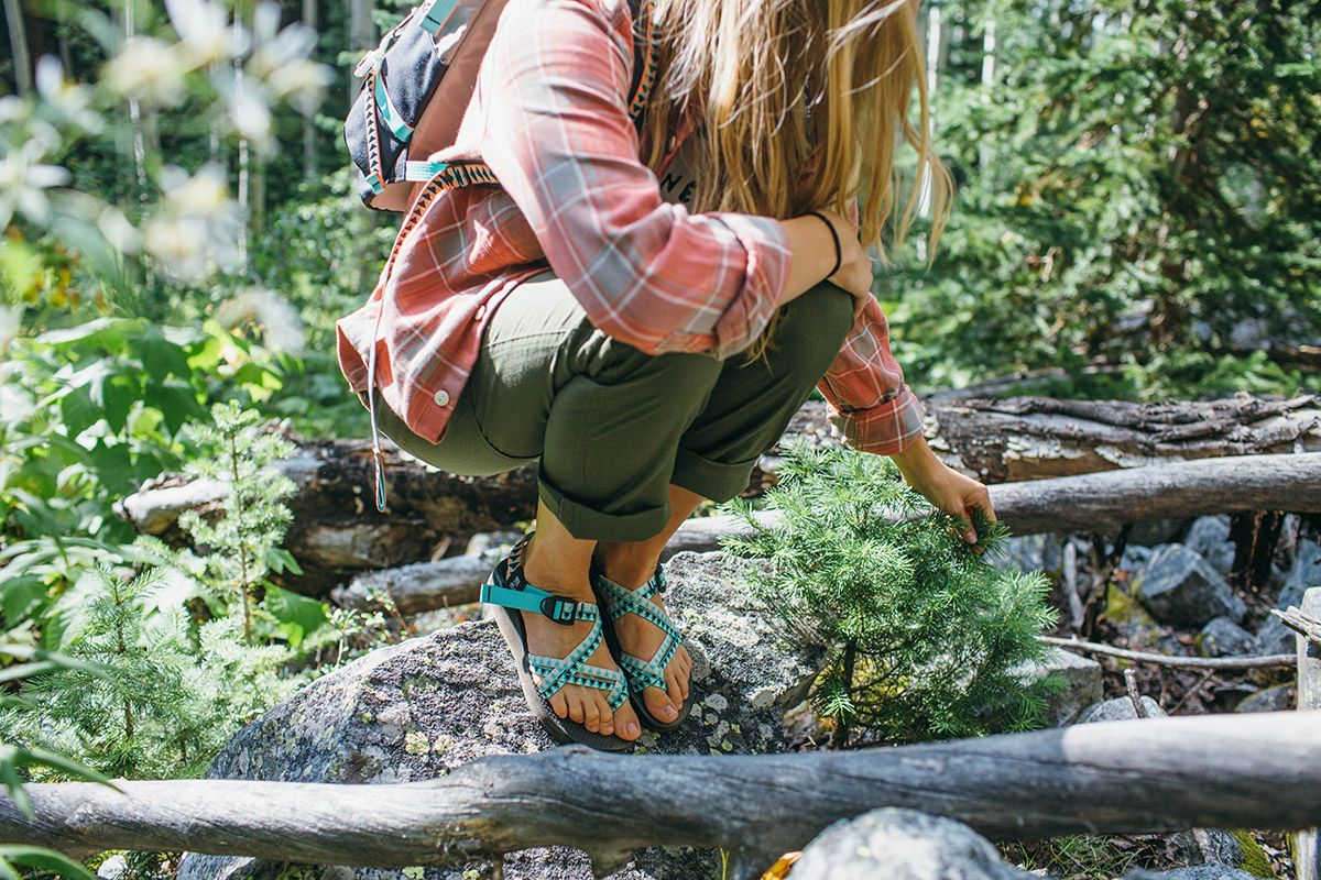 Topo X Chaco In 2019 Fashion Hiking Fashion Outdoor Outfit