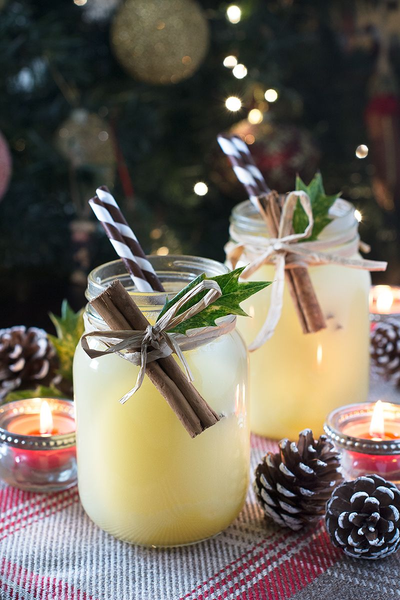 How to make a traditional snowball cocktail with Advocaat, lime ...