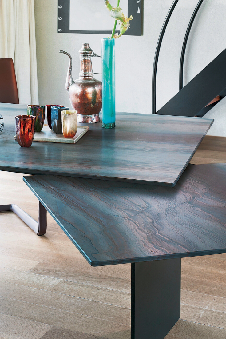 Symmetry And Movement Characterize The Atlas Dining Table With A Unique Extension Technique The Main Plate Automatically Shifts Lo Glastische Tisch Holztisch