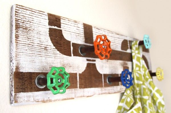 Make a cool faucet handle coat rack or towel hook with reclaimed fence wood and re-purposed water faucet handles! Follow the step by step tutorial at a pie