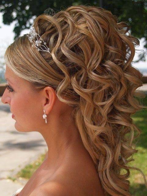 Coiffure mariage cheveux mi long ondule
