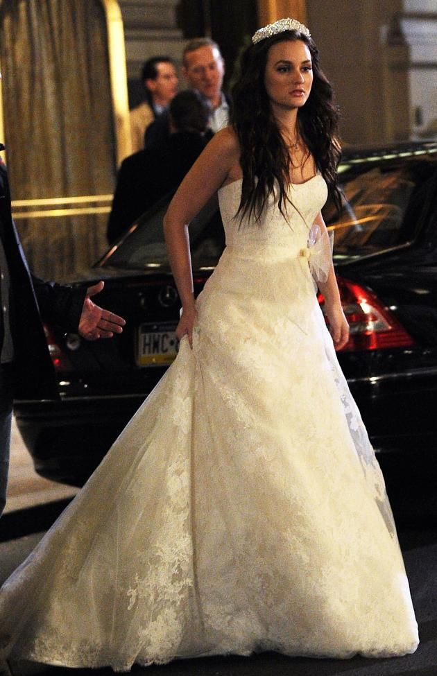 Leighton Meester As Blair Waldorf In Her First Wedding Dress On