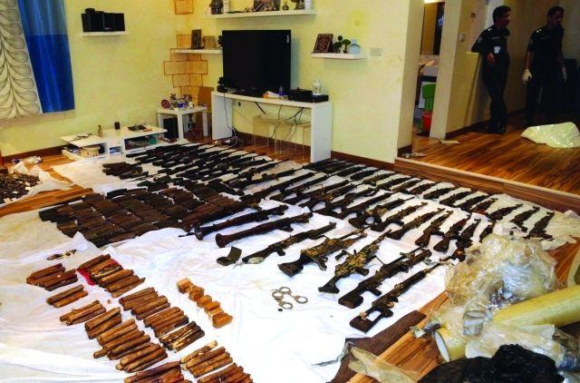http://www.emaratyah.ae/19622.html البحرين تفكك شبكة إرهاب إيرانية عنكبوتية والكويت توقف 3 إرهابيين وتضبط ترسانة أسلحة