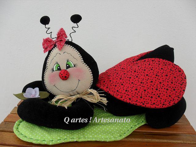 Joana,na folha !!! ( Peso) by Q Artes ! Artesanato, via Flickr