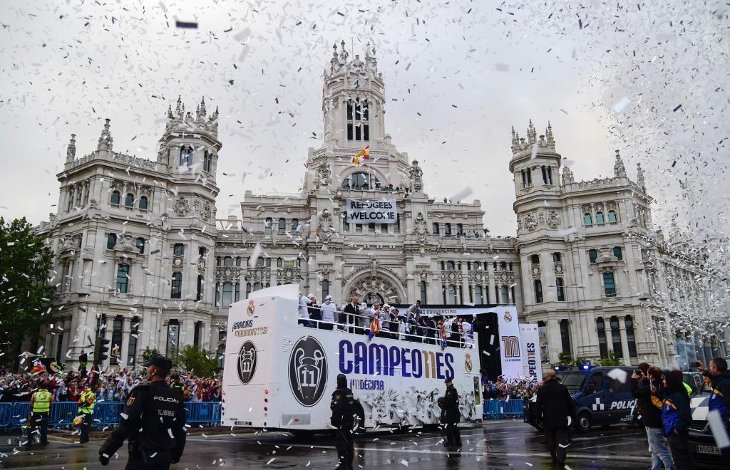 Final Champions 2016: Sergio Ramos ofrece la Copa de Europa a la Cibeles y a miles de madridistas   Marca.com