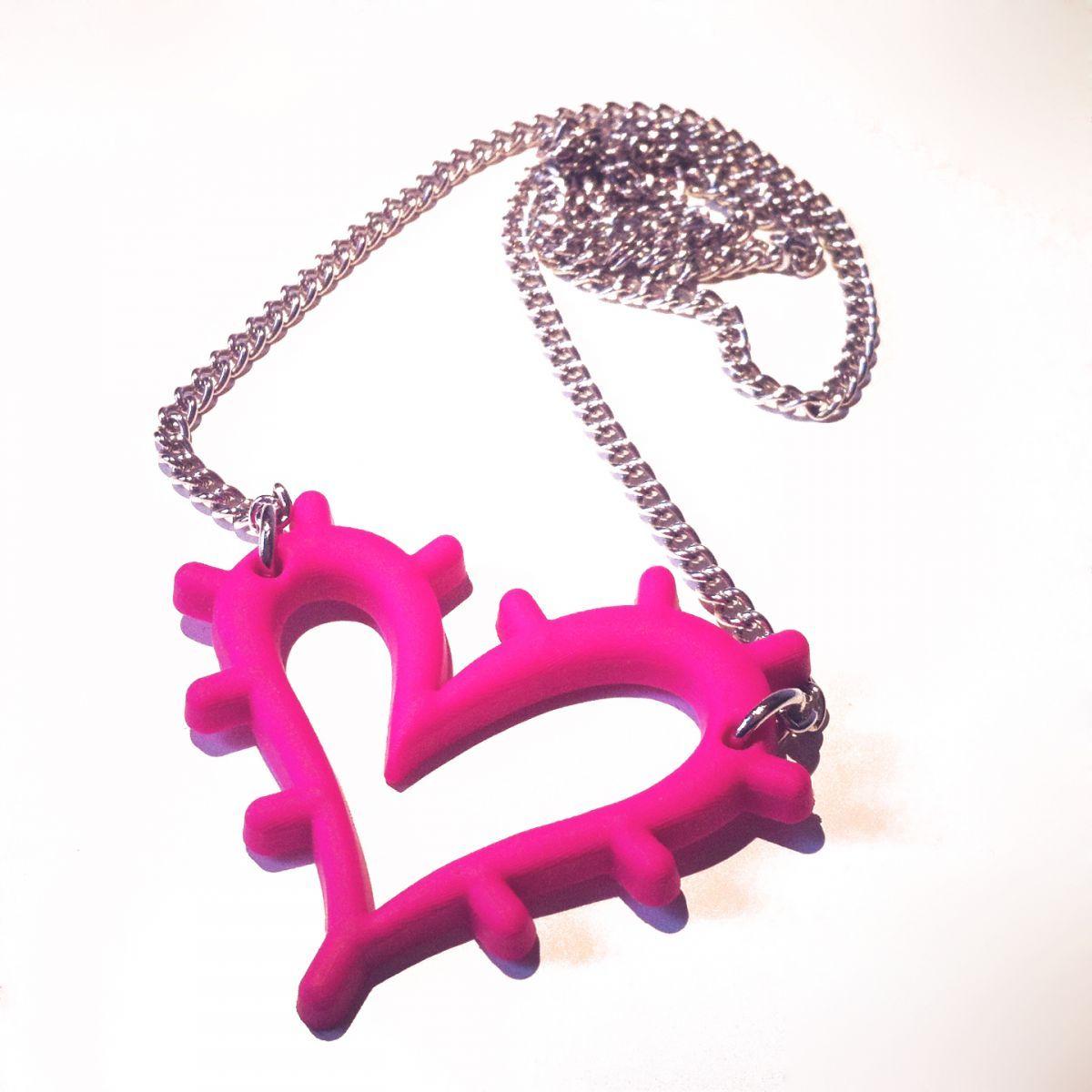 Colgante rosa de PVC blando. Compralo en http://pnitas.es/shop/accesorios/colgante-amos-del-gueno/