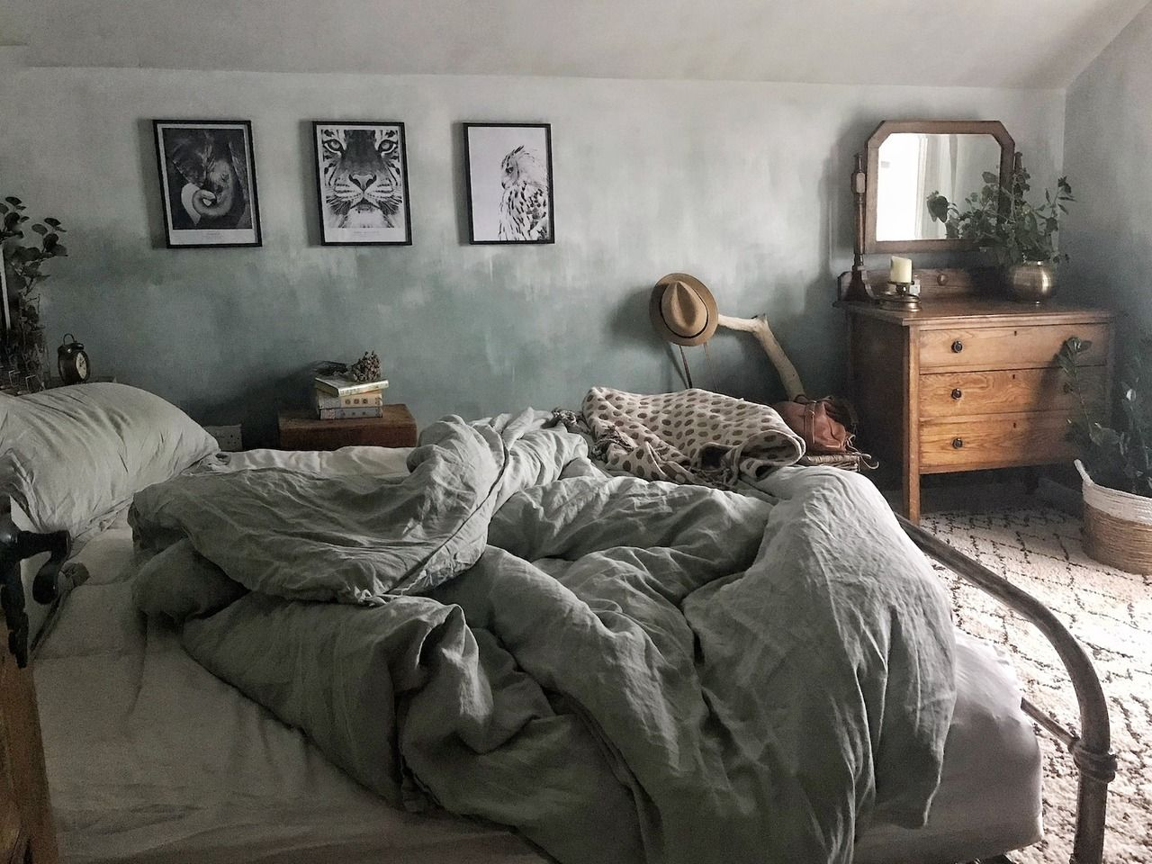 The Nordroom — Dark cottage of Eniko Kirkwood in Northern ...