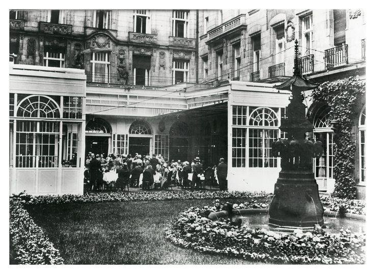 Berlin 1924, Berlin Mon, Hotel War, Hotel Adlon Berlin, Berlin History, 1900S Streets, Vor 1933, Fragile Weimar, Ww2 1918