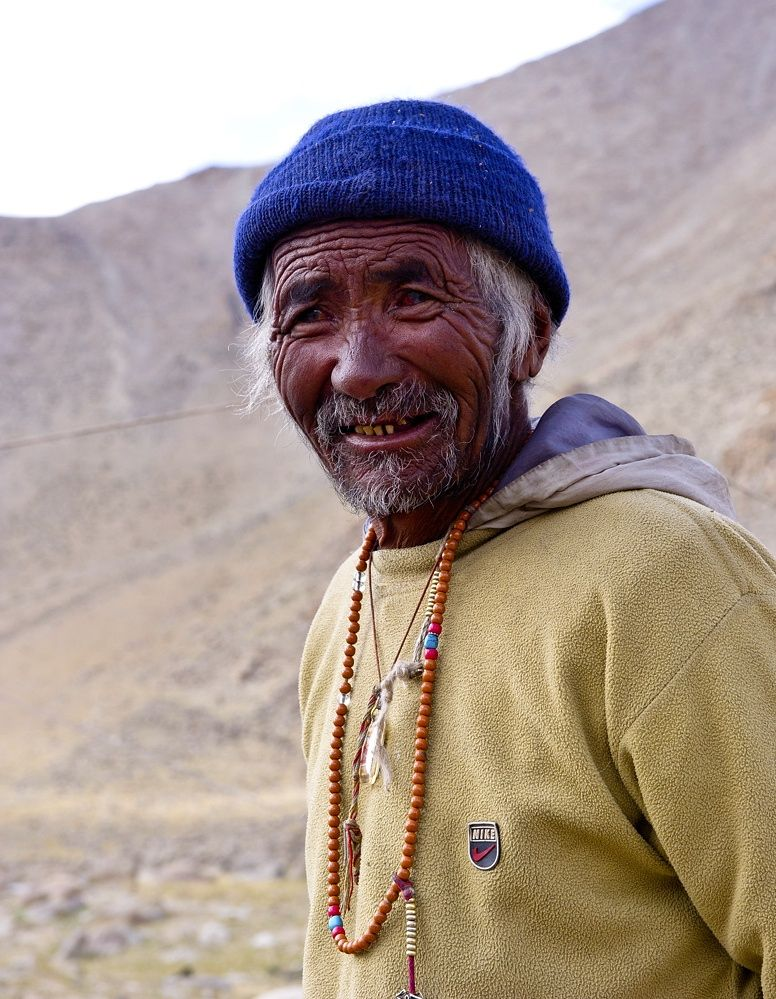 People from Ladakh - 106 jears old man and still working and travelling with his nomadic family in the himalayans of Ladakh.