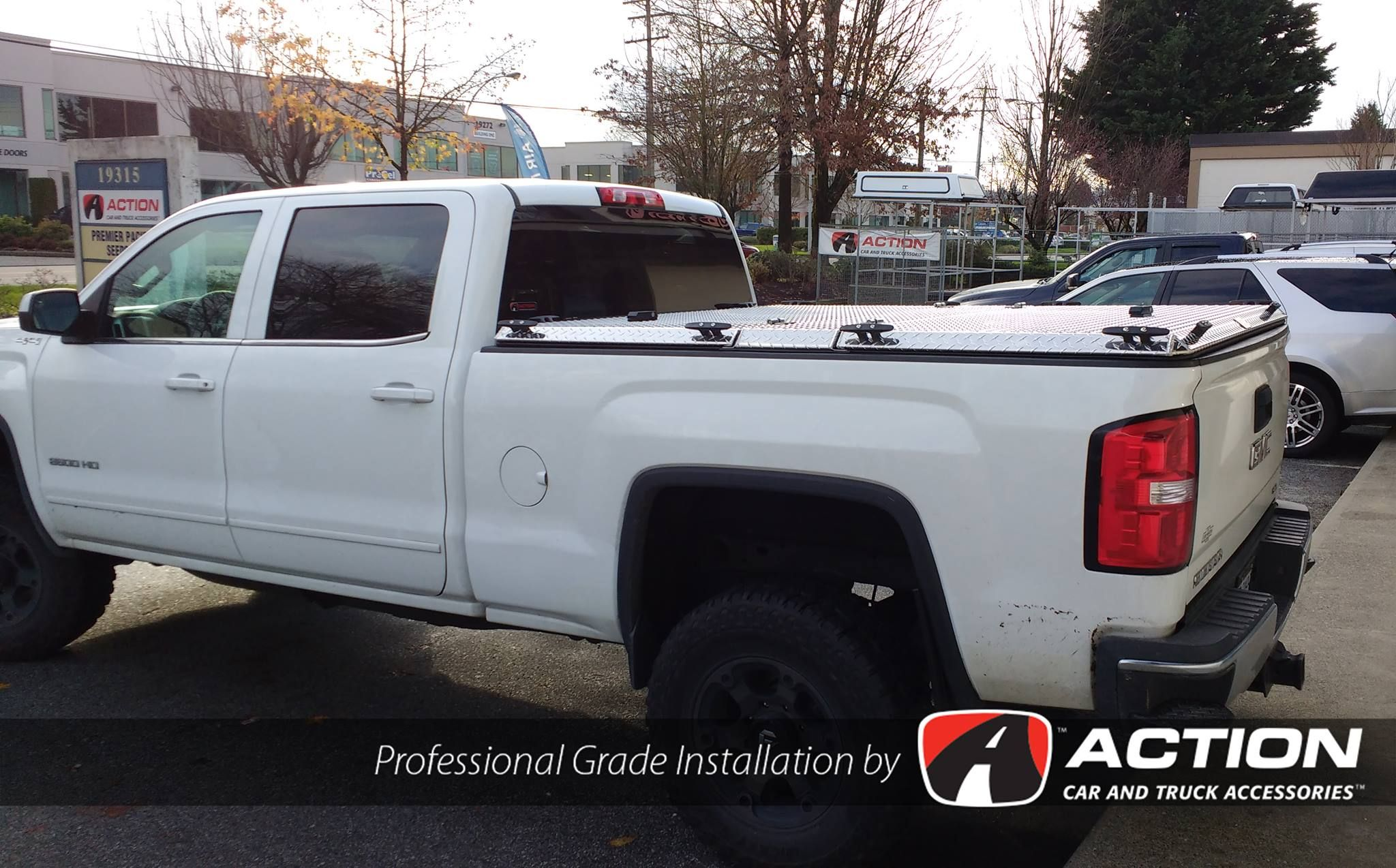 Check Out This Hd Series Truck Bed Cover By Diamondback Installed