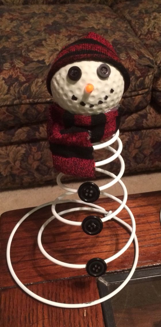 Snowman made with a golf ball for the head on a bed - Mattress made of balls ...