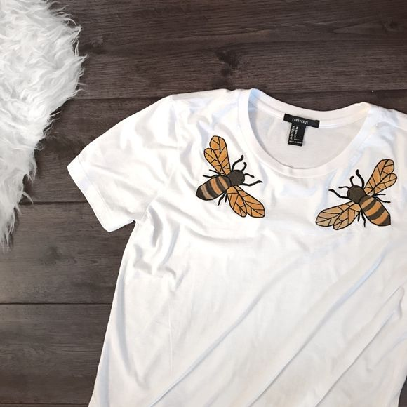 d4917969d91 Gucci-Inspired Embroidered Bee T-Shirt Trendy white knit short sleeve tee  featuring front