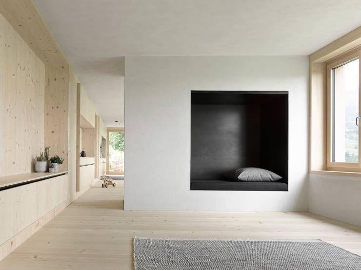 Moderner holzbau satteldach  360°: Traumhaus aus Holz in Vorarlberg | moderne Wohnzimmer, Matt ...