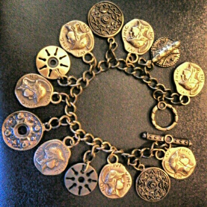 VENDIDA Pulseira com moedas em ouro velho.
