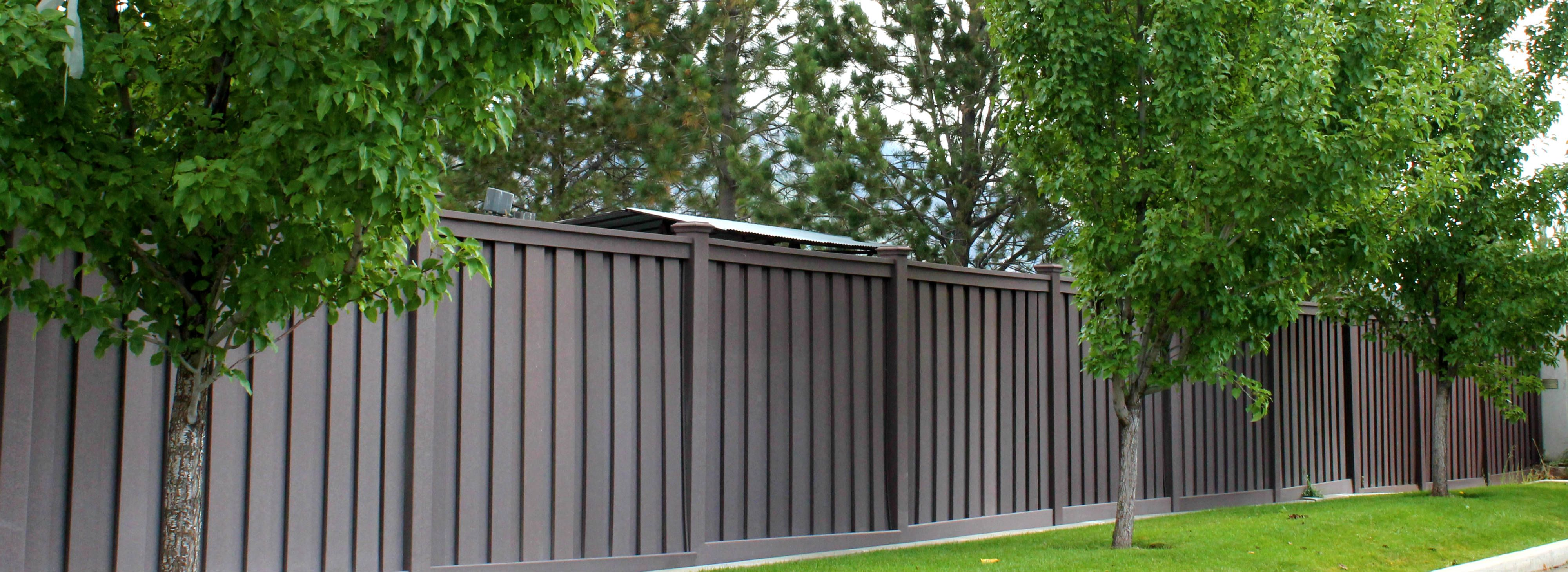 Trex Fencing Composite Commercial Installation Trex Is For Businesses Too Woodland Brown Trex Fencing Trex Fence