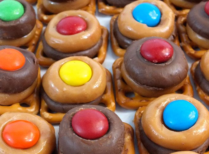 What color do you want your Chocolate Caramel Pretzel Bits to be?