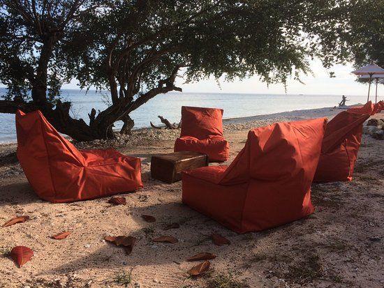 Hotel Desa Dunia Beda Beach Resort, Gili Islands:  19 Bewertungen, 563 authentische Reisefotos und günstige Angebote für Hotel Desa Dunia Beda Beach Resort. Bei TripAdvisor auf Platz 2 von 36 Hotels in Gili Islands mit 4,5/5 von Reisenden bewertet.