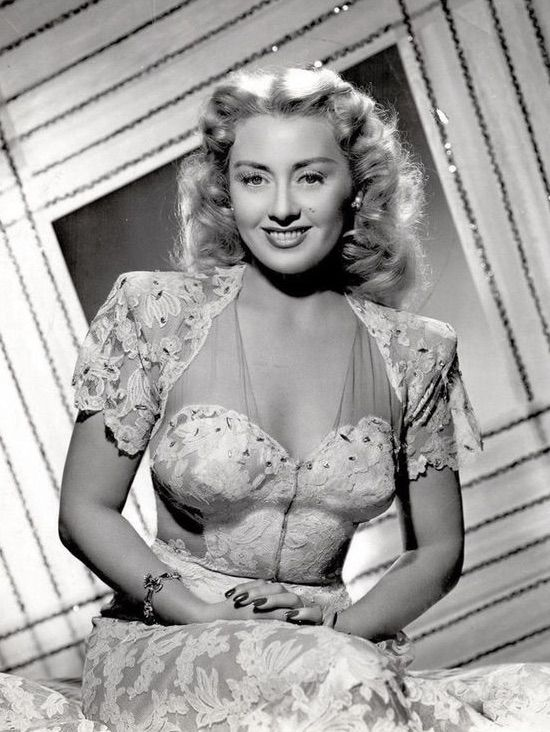 1940s Fashion! Beautiful Joan Blondell