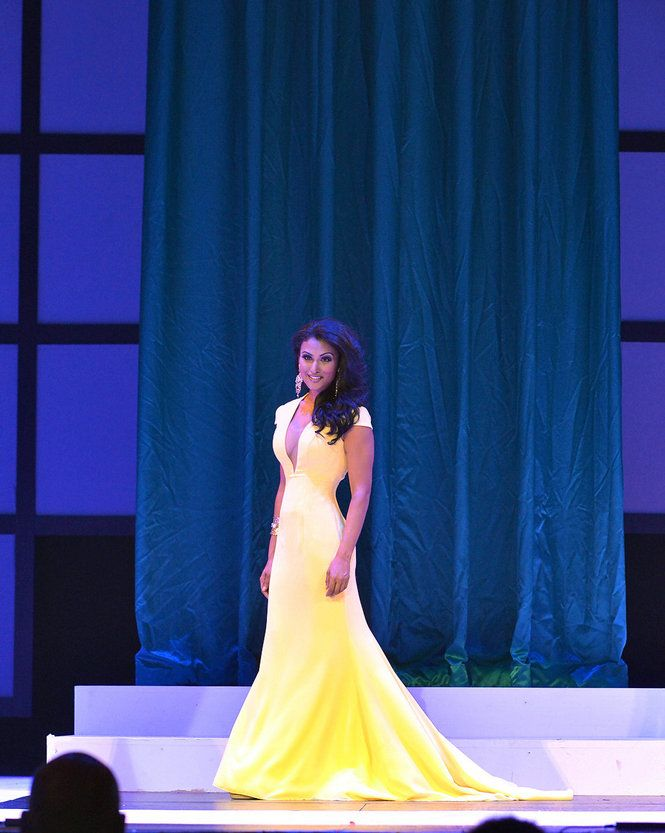 Miss Syracuse Nina Davuluri Evening gown