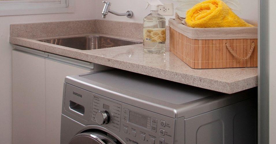 Eles até podem ficar 'escondidos' nas áreas de serviço, mas os tanques para lavar roupas são itens fundamentais na organização da casa. Instalar esse equip...