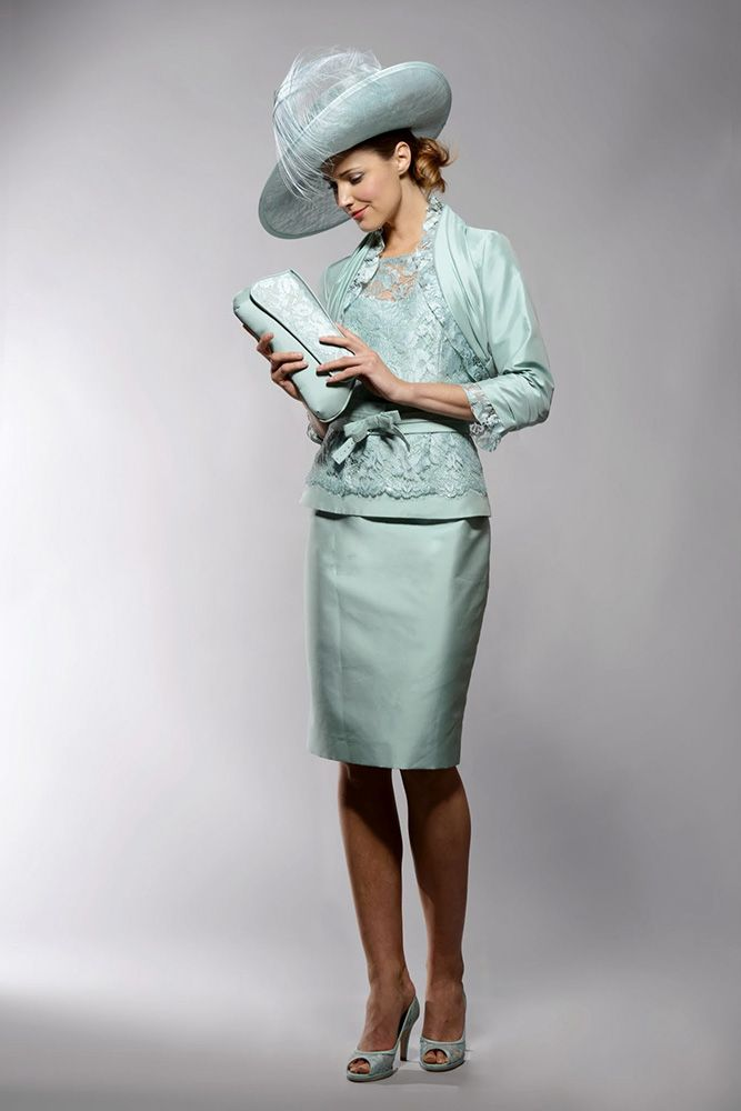 Moon 220-224 (Presen) A very pretty wedding outfit in a soft green ...