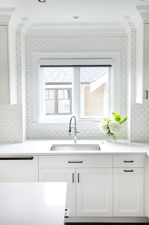Best All White Kitchen Features A Stainless Steel Undermount 640 x 480