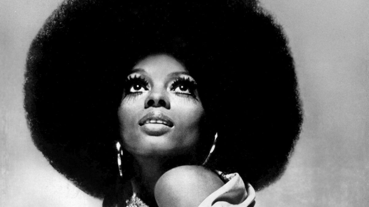 New Inspiration Une Histoire Visuelle Des Coiffures Noires Emblematiques In 2020 Hair Styles American Hairstyles Black Hair 1960s