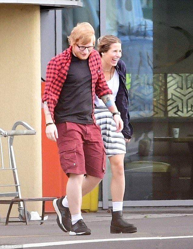 Flying In Style Ed Sheeran Looked In Good Spirits As He Arrived In London Via Helicopter With His Girlfriend Cher Ed Sheeran Love Ed Sheeran Ed Sheeran Lyrics