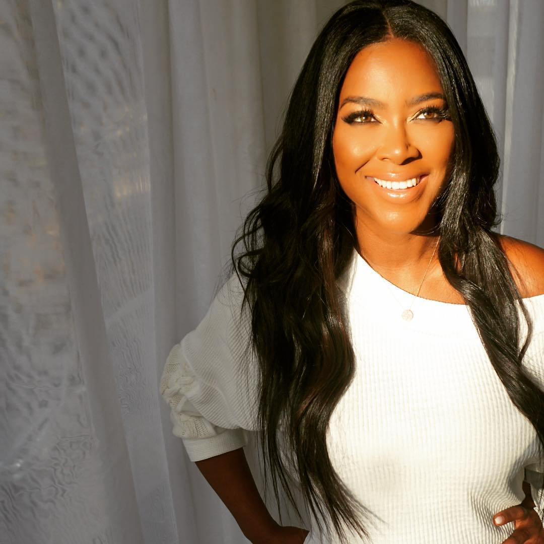 This new mommy glow looks great on Kenya Moore! Achieve