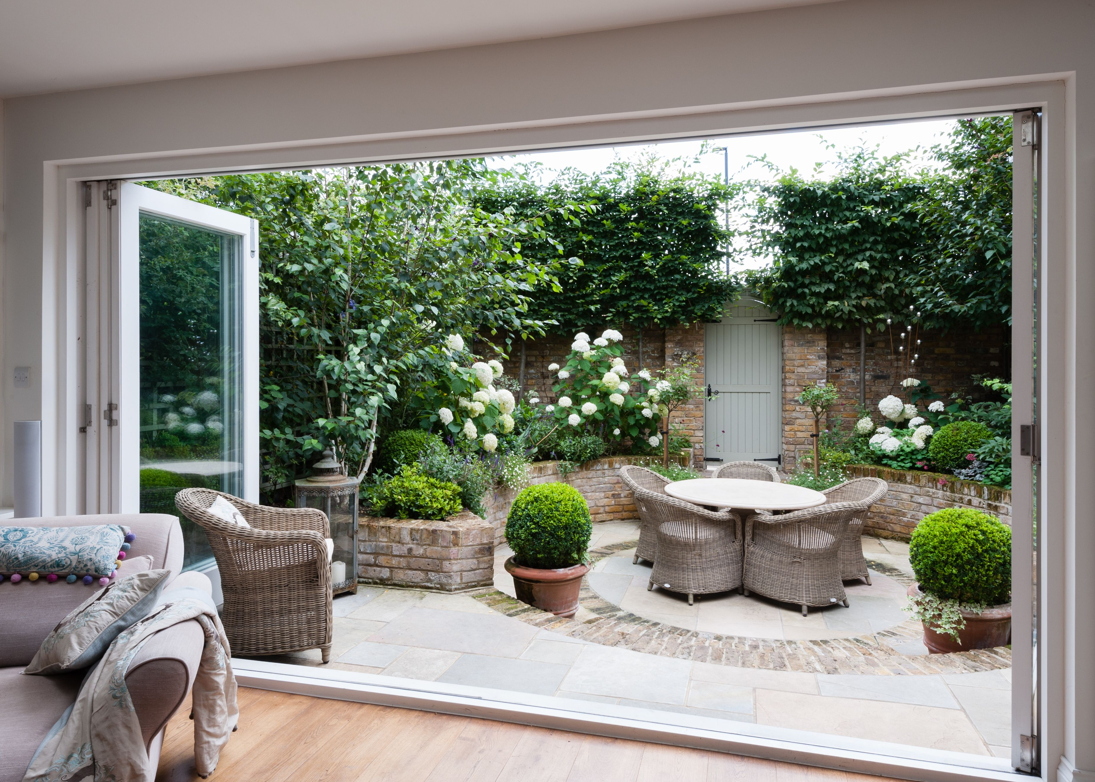 Small Space Garden By Karen Rogers Krgardendesign Com 400 x 300