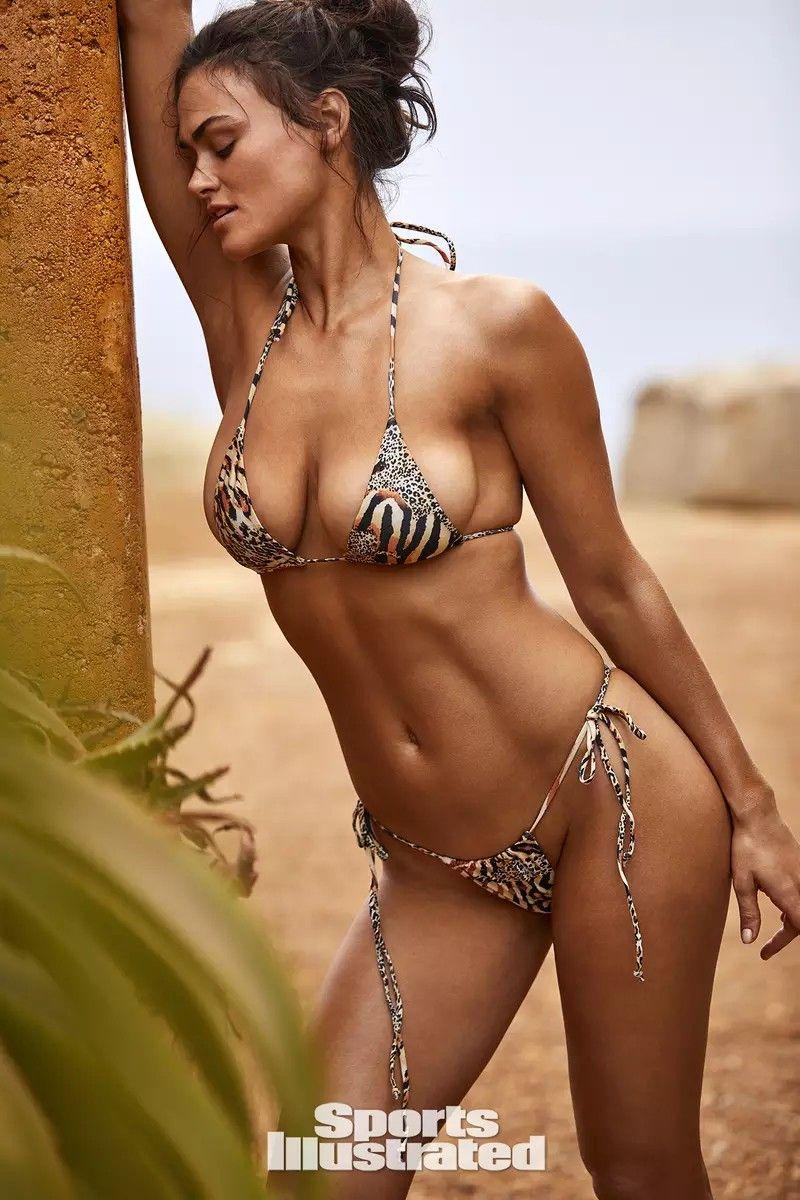 Myla Dalbesio 2017 SI Swimsuit Photos   Celebrity
