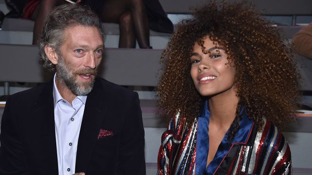 vincent cassel et tina kunakey leur selfie sexy au lit insolite pinterest vincent cassel. Black Bedroom Furniture Sets. Home Design Ideas