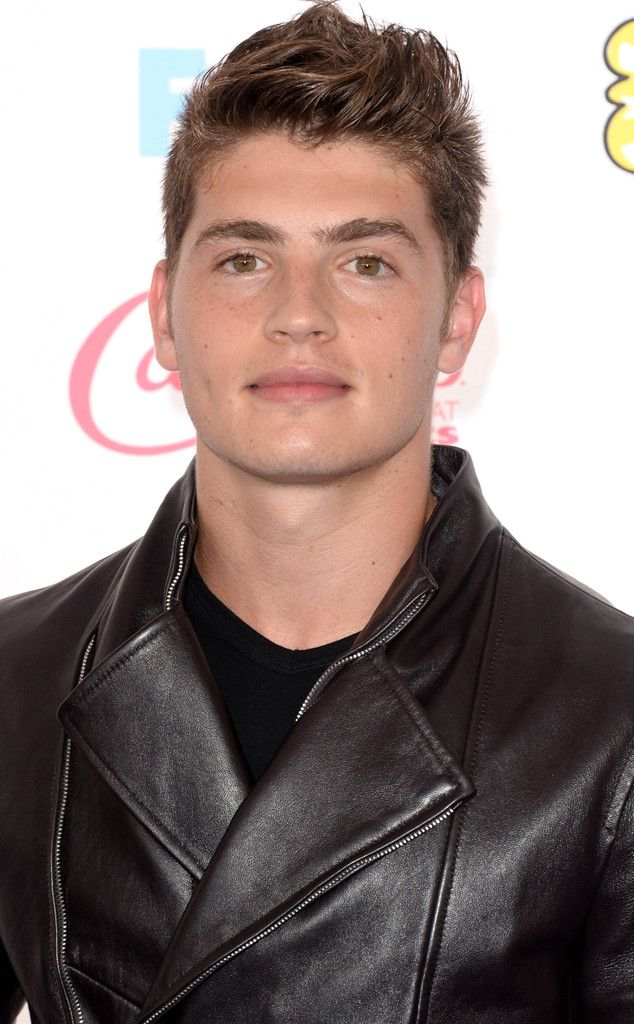 17 Things at the 2014 Teen Choice Awards That Made Us Feel Super-Old  Gregg Sulkin