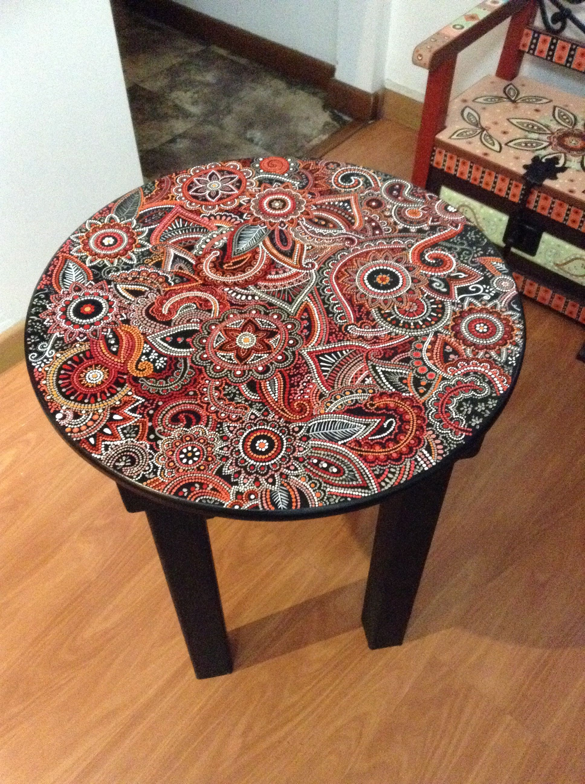 Mesa En Puntillismo Whimsical Painted Furniture Paint Furniture Hand Painted Furniture