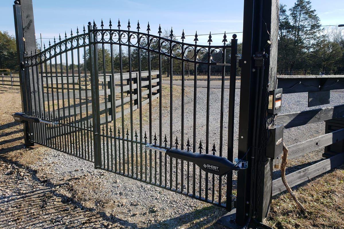 Pin By Marshall Junior On Everlastgates In 2020 Automatic Sliding Gate Gate Design Sliding Gate