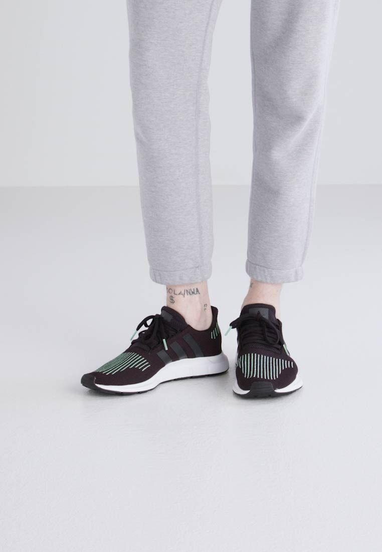 reputable site e88fc 57fe7 Chaussures adidas Originals SWIFT RUN - Baskets basses - black noir  89,95 €