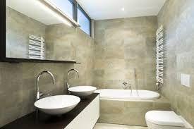 Risultati immagini per posa piastrelle bagno lungo e stretto