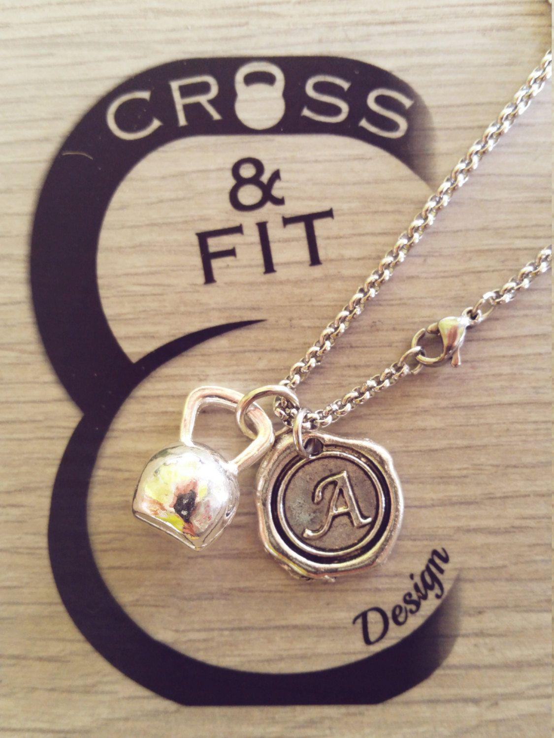 Kettlebell & Initial Necklace. Collar Kettlebell  Y Letra.Collana Kettlebell e Iniziale.CrossFit,Fitness,initial charm,personalized charm de CrosseFitDesign en Etsy