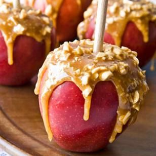 Caramel Apples - This healthy caramel apple recipe has just enough caramel to give a nice hint of salty-sweet flavor in each bite for a tasty dessert. #healthyliving #recipe #caramelapples #falltreats