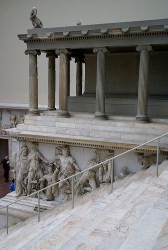 Berlin Pergamonmuseum Gigantenfries Des Pergamonaltars Gigantomachy Frieze Of The Pergamon Altar Pergamon Ancient Greek Architecture Ancient Architecture
