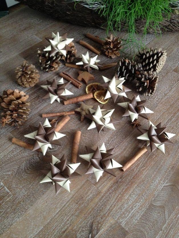 10 Sterne/Fröbelsterne beige/braun handgefertigt inkl. Papierstreifen schneiden Der Preis bezieht aich auf 10 Sterne.