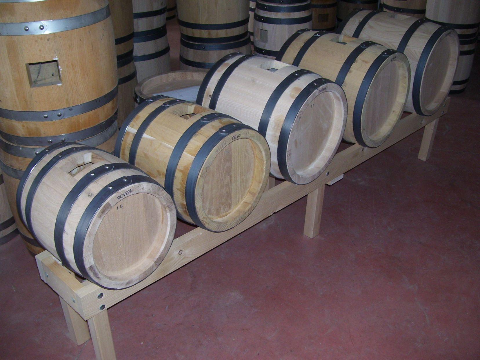 Batteria di botti in legno di rovere ciliegio castagno for Botti in legno per arredamento