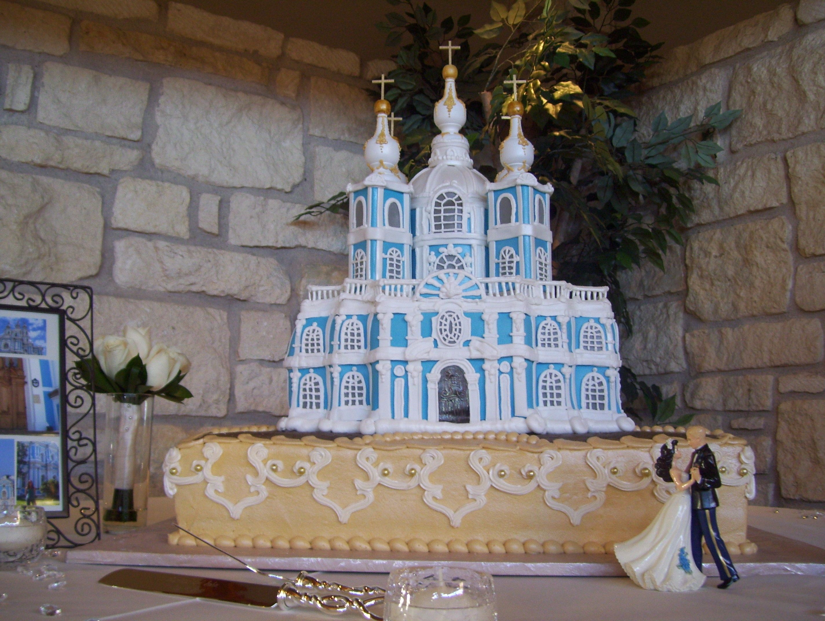 extravagant cakes this extravagant white and blue wedding cake is designed to be a